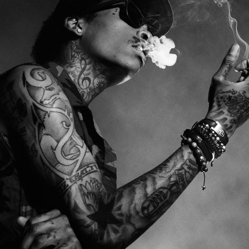 Wiz Khalifia Smokin Weed